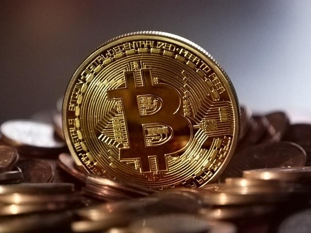 ¿Debería mi empresa invertir en criptomonedas ?